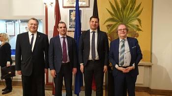 Beļģijas vēstniecības pieņemšana Rīgā. Vēstnieks Hugo Brauwers, Thomas Castrel, Jeana - Philippe Schklar, Didzis Gavars