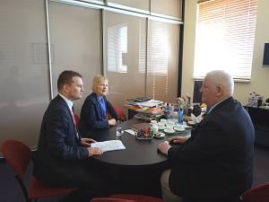 Посол Республики Польша в Латвии Эва Дембска на встрече с генеральным директором компании BT 1 В. Тиле