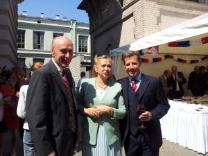 Ukrainian Ambassador to Latvia Anatoliy Oliynyk with his wife and French Ambassador Stefan Visconti