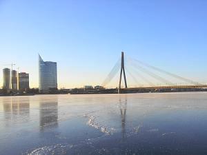 19 января, в Риге в реке Даугава прошло освящение воды и окунание  в проруби-иордани на р. Даугава