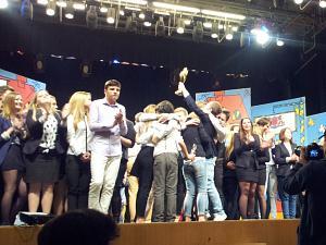 Фестиваль молодежного КВН в Риге 3 ноября 2014. Первое место заняла команда 40-й ср. школы из Риги - Пальцы веером