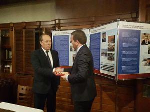 Встреча в Дипломатическом клубе в Риге 18 февраля 2016 г.  Посол России Александр Вешняков и Президент клуба Давид Томашевски
