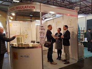 На стенде компании RECTICEL Insulation во время выставки ДОМ 2017 в Риге