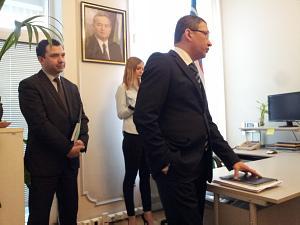 Посол Республики Узбекистан в Латвии Афзал Артиков, консул Камол Файзиев