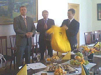 In 2008, the yellow shirt moved to Minsk. Yuri Yarmolinsky