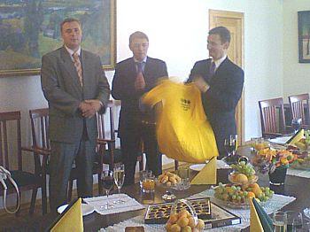 2008 год, желтая майка клуба едет в Минск