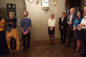 Прием Посольства Бельгии вРиге. Леннарт Хейнделс иГолоса Латвии исполняют гимны.