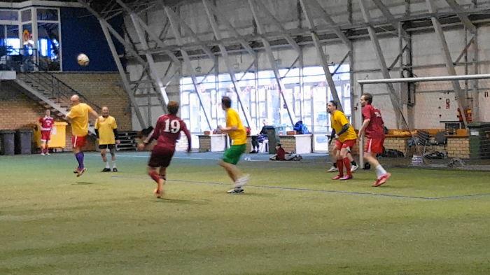 Футбол играют настоящие мужчины