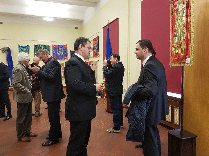 Посол Румынии вЛитве иЛатвии Дан Адриан Баланеску иПосол Грузии Теймураз Джанджалия. Выставка вРиге