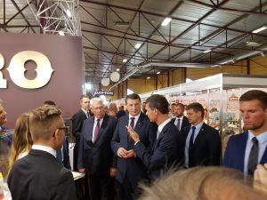 Выставка Riga Food 2016. Президент Латвии, Посол Италии, Министр земледелия осматривают экспозицию национального стенда Италии на выставке