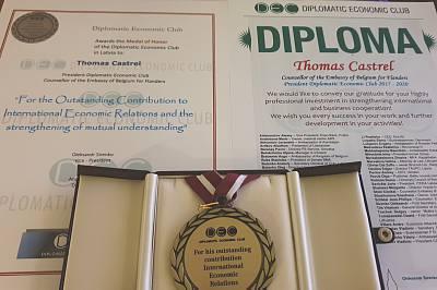 Почетная медаль иДиплом для Томаса Кастрела