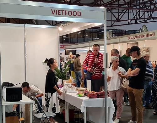Vietfood Ms Chi Bui and Mr.Duong Vu