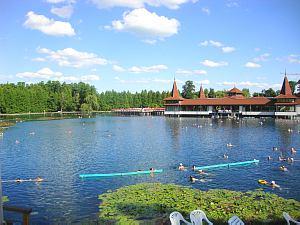 Озеро Хевиз  в Венгрии. Всемирный День туризма